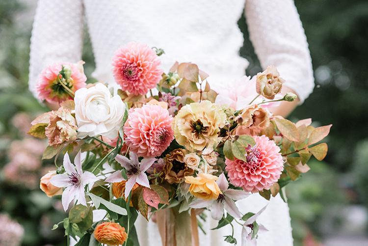 peachy pink dahlia bouquets - http://ruffledblog.com/fall-wedding-inspiration-with-mauve-and-apricot-hues