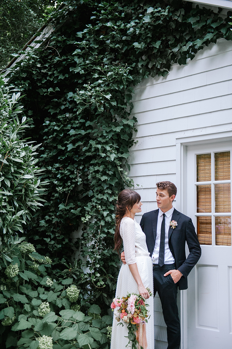 garden wedding inspiration - http://ruffledblog.com/fall-wedding-inspiration-with-mauve-and-apricot-hues