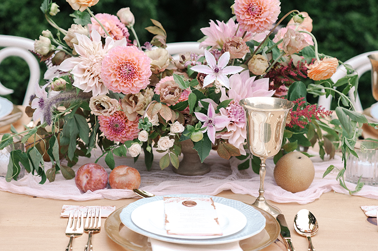 peachy pink wedding tablescapes for fall - http://ruffledblog.com/fall-wedding-inspiration-with-mauve-and-apricot-hues