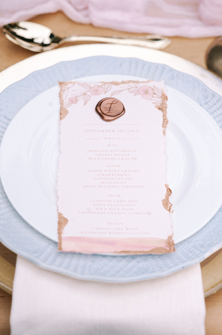 pink and copper wedding inspiration - http://ruffledblog.com/fall-wedding-inspiration-with-mauve-and-apricot-hues