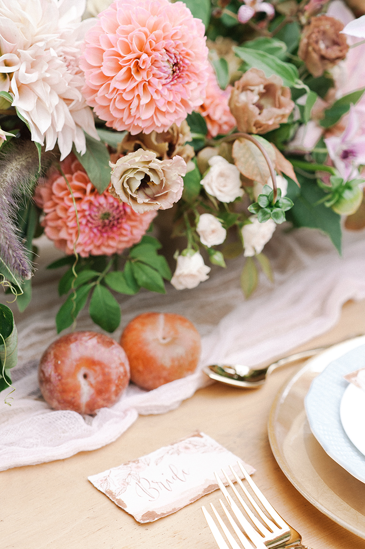 romantic fall wedding tablescapes with fruit - http://ruffledblog.com/fall-wedding-inspiration-with-mauve-and-apricot-hues
