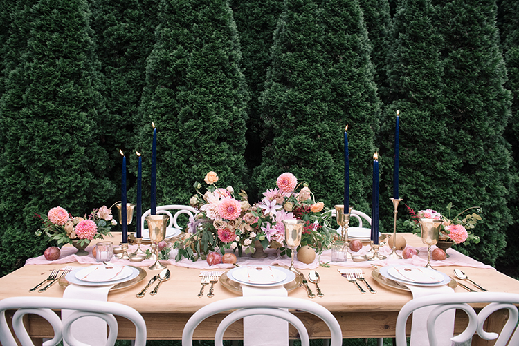 romantic garden wedding inspiration - http://ruffledblog.com/fall-wedding-inspiration-with-mauve-and-apricot-hues