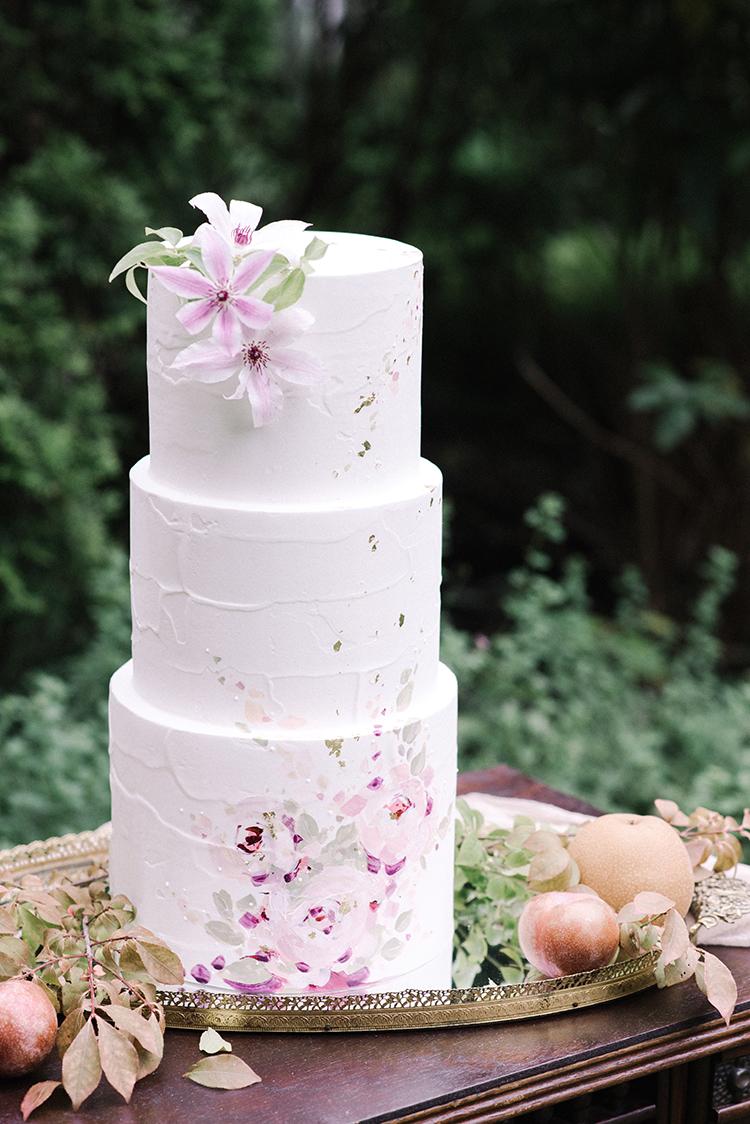 wedding cakes with mauve flowers - http://ruffledblog.com/fall-wedding-inspiration-with-mauve-and-apricot-hues