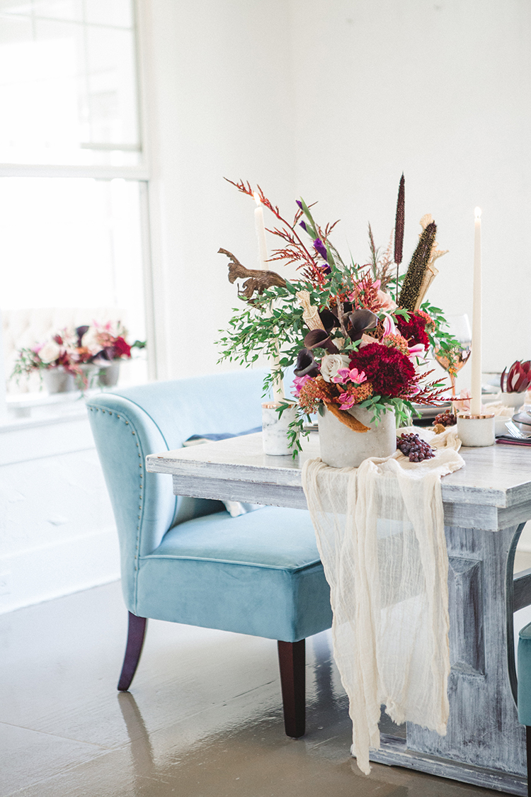 Fall Wedding Tablescape with an Unexpected Color Palette - https://ruffledblog.com/fall-wedding-tablescape-with-an-unexpected-color-palette