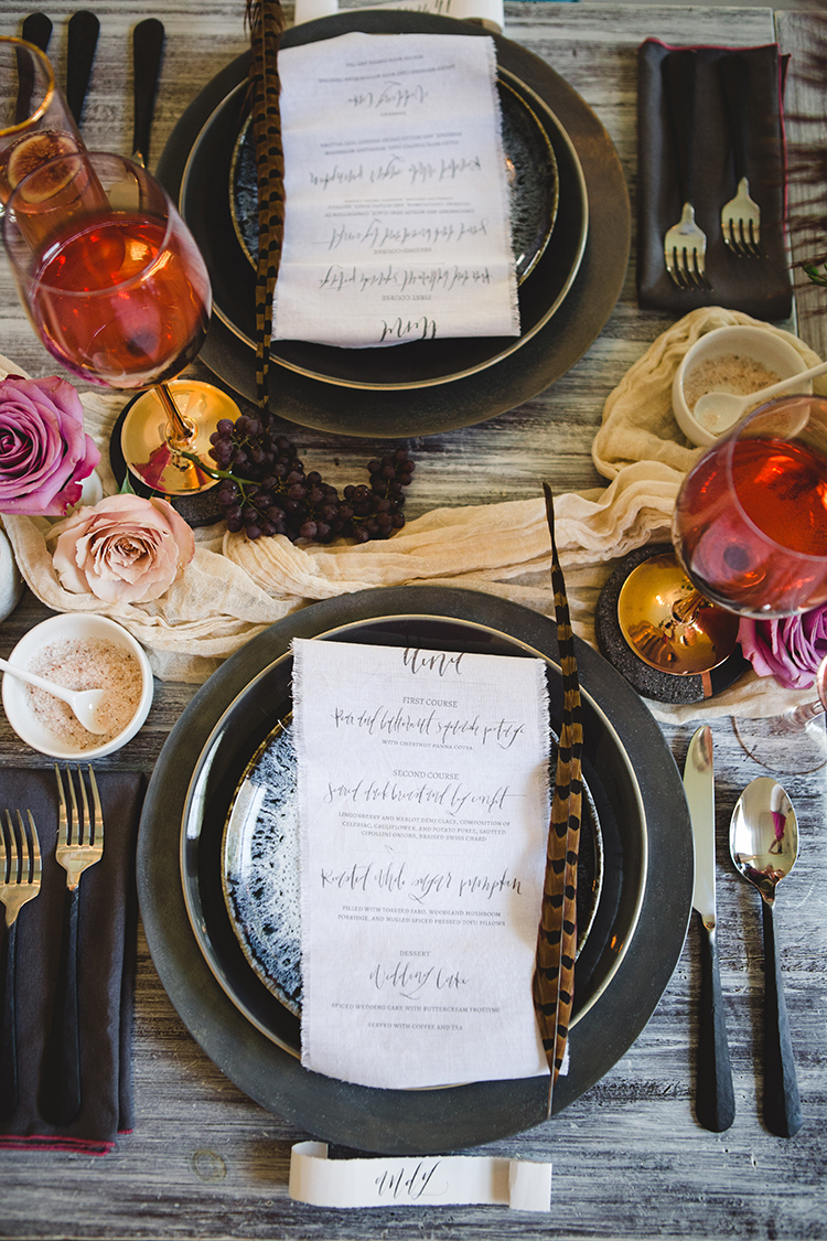 moody fall wedding tablescapes - https://ruffledblog.com/fall-wedding-tablescape-with-an-unexpected-color-palette