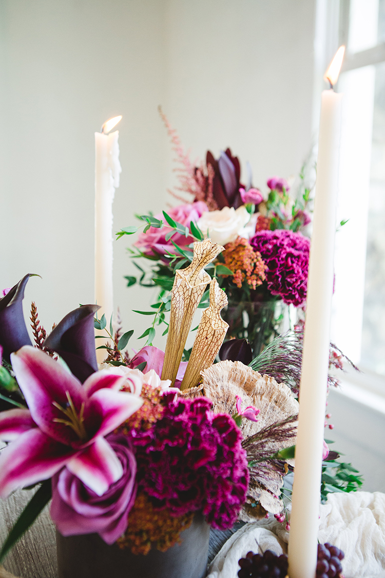 fuchsia wedding flowers - https://ruffledblog.com/fall-wedding-tablescape-with-an-unexpected-color-palette