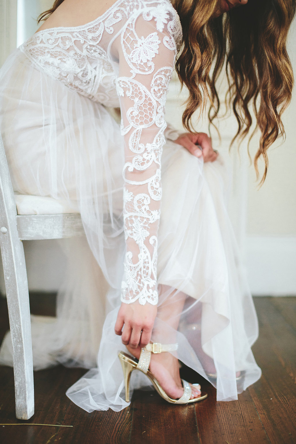 lace wedding dress sleeves - photo by Shots by Cheyenne http://ruffledblog.com/farm-to-table-wedding-inspiration-in-nashville