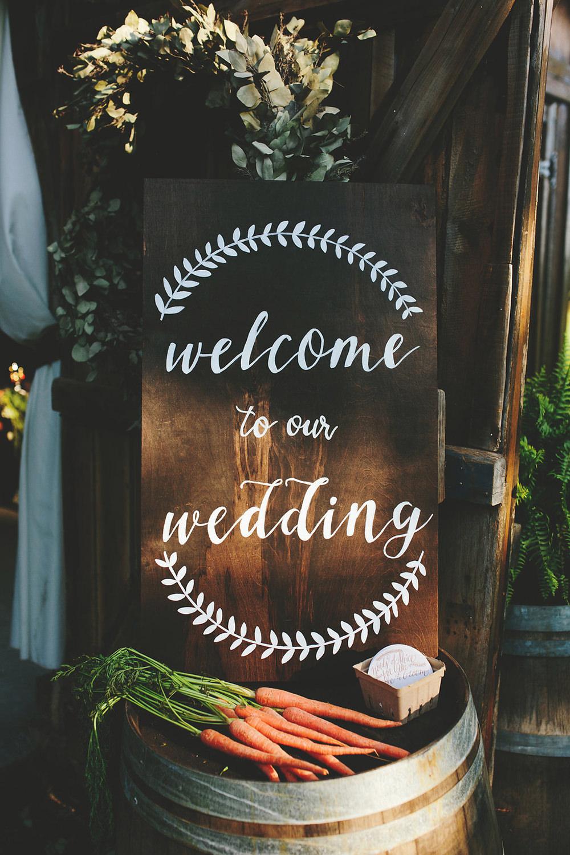 farm wedding signs - photo by Shots by Cheyenne https://ruffledblog.com/farm-to-table-wedding-inspiration-in-nashville