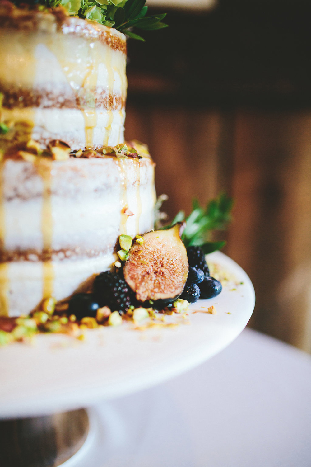 wedding cake with figs - photo by Shots by Cheyenne http://ruffledblog.com/farm-to-table-wedding-inspiration-in-nashville