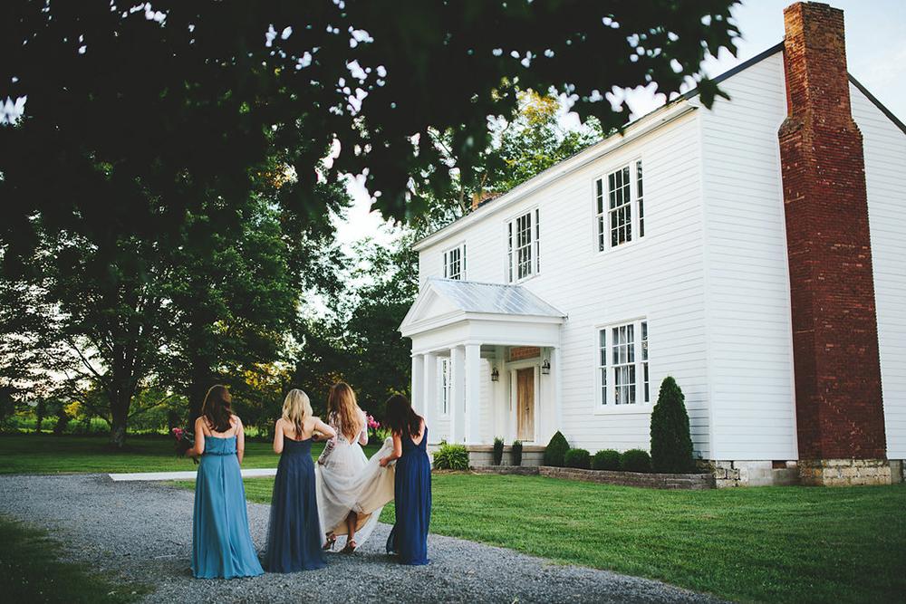 farm wedding inspiration - photo by Shots by Cheyenne https://ruffledblog.com/farm-to-table-wedding-inspiration-in-nashville