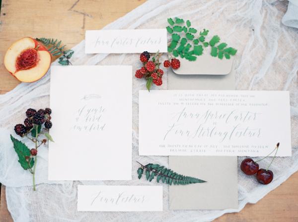 minimalist wedding invitations - photo by Rebecca Hollis Photography https://ruffledblog.com/ferns-and-fruit-wedding-inspiration