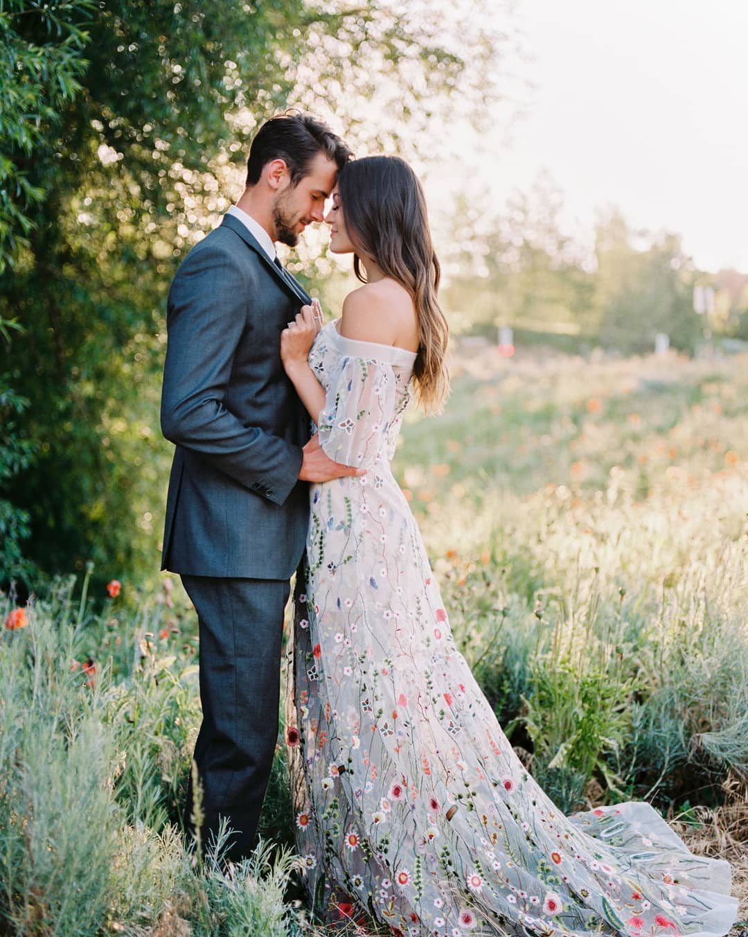 30 Floral Applique Wedding Dresses You Might Find In Blair Waldorf S Closet Ruffled