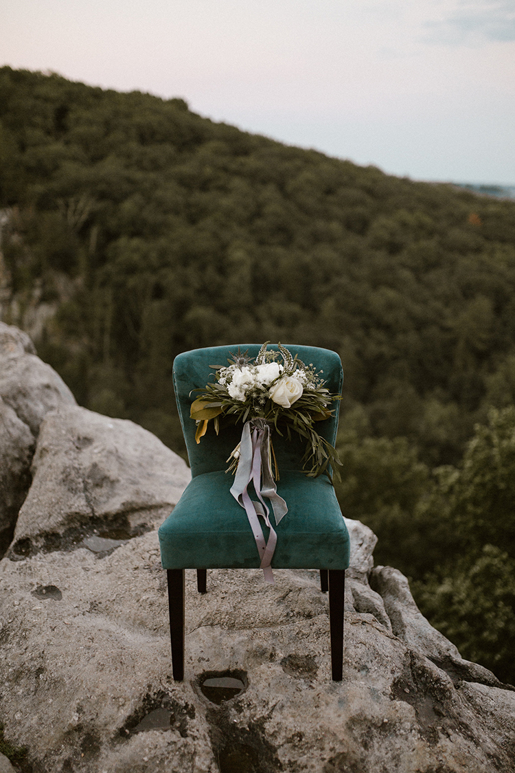 romantic wedding bouquets - photo by Victoria Selman https://ruffledblog.com/foggy-mountaintop-elopement-inspiration-with-macrame