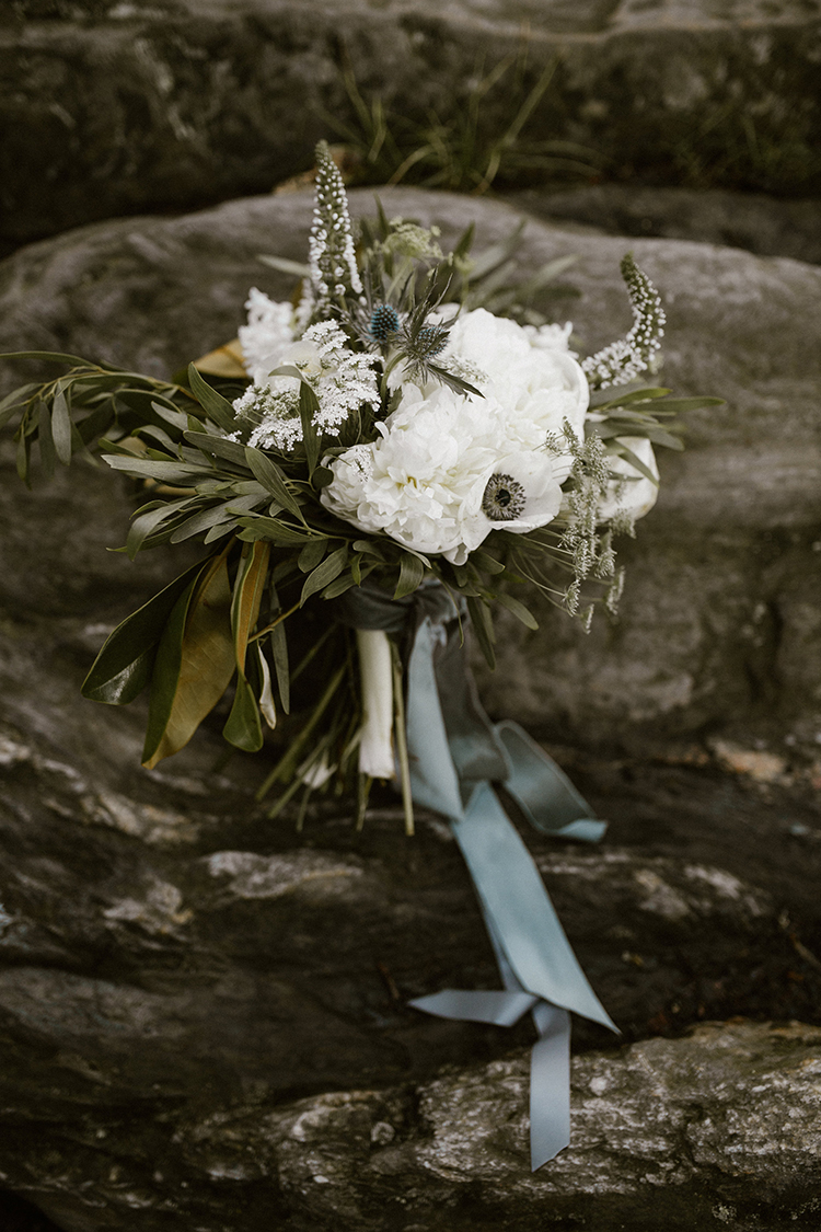 wedding bouquets with anemone - photo by Victoria Selman https://ruffledblog.com/foggy-mountaintop-elopement-inspiration-with-macrame