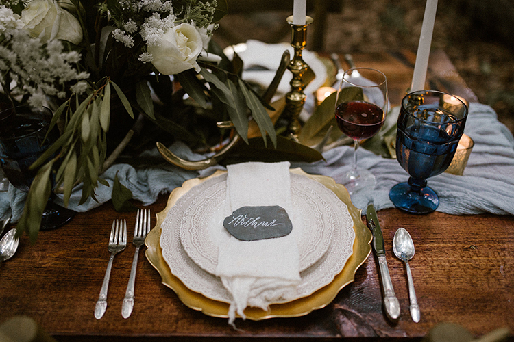 rustic wedding tablescapes - photo by Victoria Selman https://ruffledblog.com/foggy-mountaintop-elopement-inspiration-with-macrame
