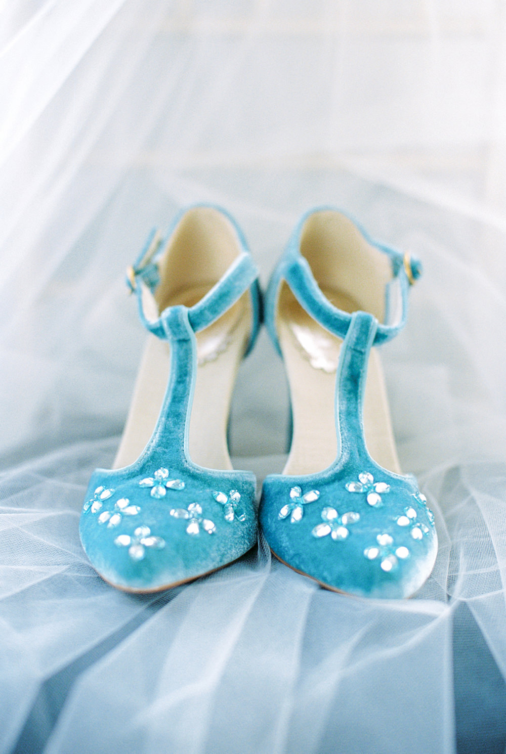 cute blue wedding shoes - photo by Alexis June Weddings https://ruffledblog.com/for-the-love-of-copper-wedding-inspiration
