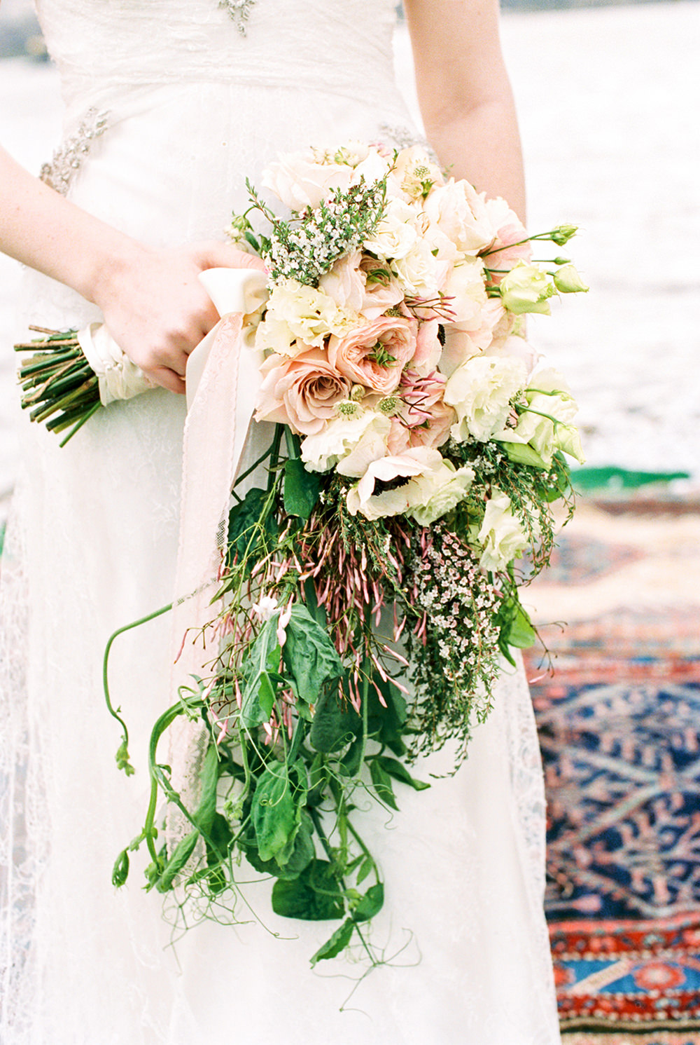 romantic wedding bouquets - photo by Alexis June Weddings https://ruffledblog.com/for-the-love-of-copper-wedding-inspiration