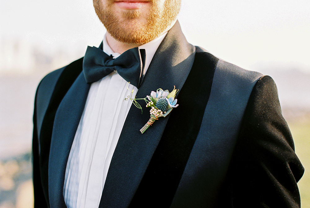 wedding boutonnieres - photo by Alexis June Weddings https://ruffledblog.com/for-the-love-of-copper-wedding-inspiration