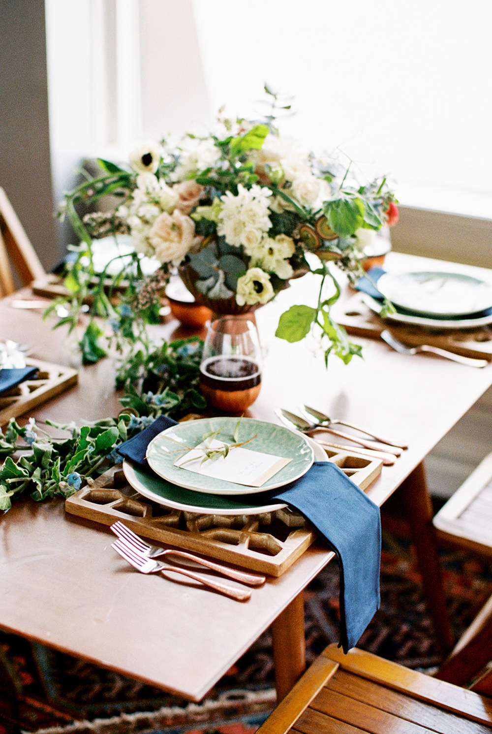 tablescapes - photo by Alexis June Weddings https://ruffledblog.com/for-the-love-of-copper-wedding-inspiration