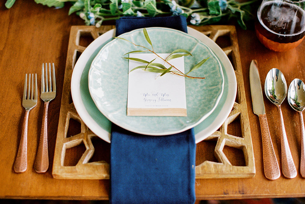 place settings - photo by Alexis June Weddings http://ruffledblog.com/for-the-love-of-copper-wedding-inspiration