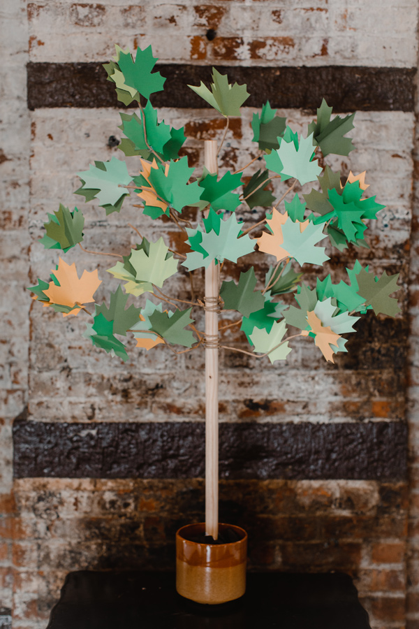 Come get these foliage printables for garlands and gift tags!
