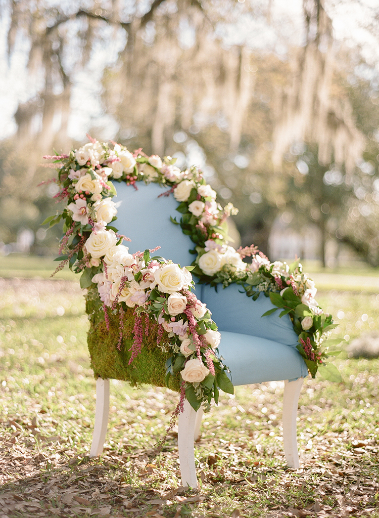 garden wedding ideas - photo by Arte de Vie http://ruffledblog.com/garden-bridal-shower-with-hanging-umbrellas