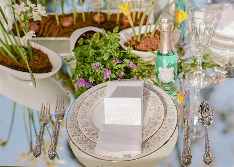 garden wedding tablescapes - photo by Arte de Vie http://ruffledblog.com/garden-bridal-shower-with-hanging-umbrellas