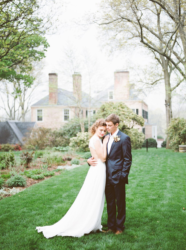 Garden Estate Wedding Inspiration with Delicate Poppies - photo by Hillary Muelleck Photography https://ruffledblog.com/garden-estate-wedding-inspiration-with-delicate-poppies