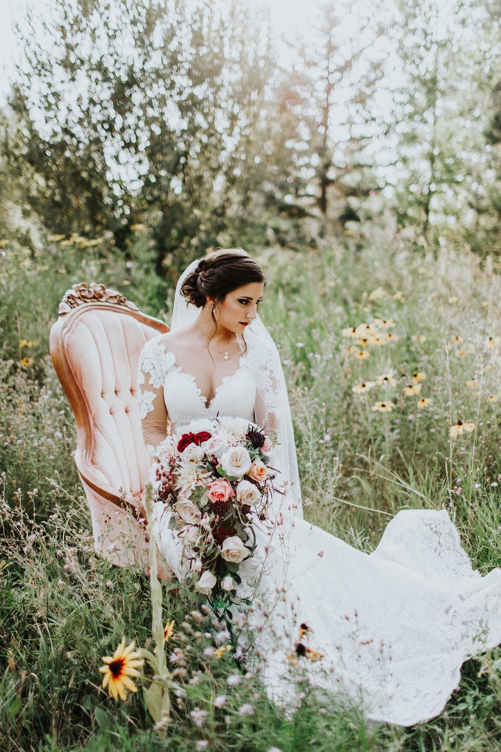Glam Autumn Wedding at Belle Gardens - https://ruffledblog.com/glam-autumn-wedding-at-belle-gardens
