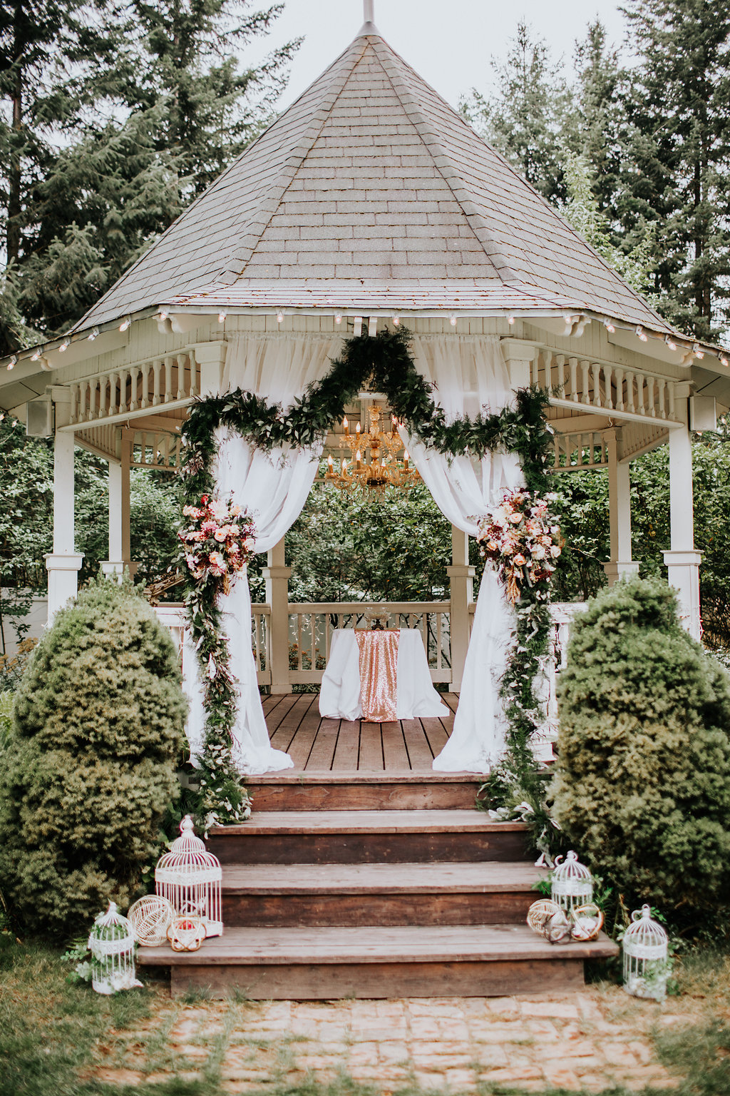gazebo wedding venues - https://ruffledblog.com/glam-autumn-wedding-at-belle-gardens