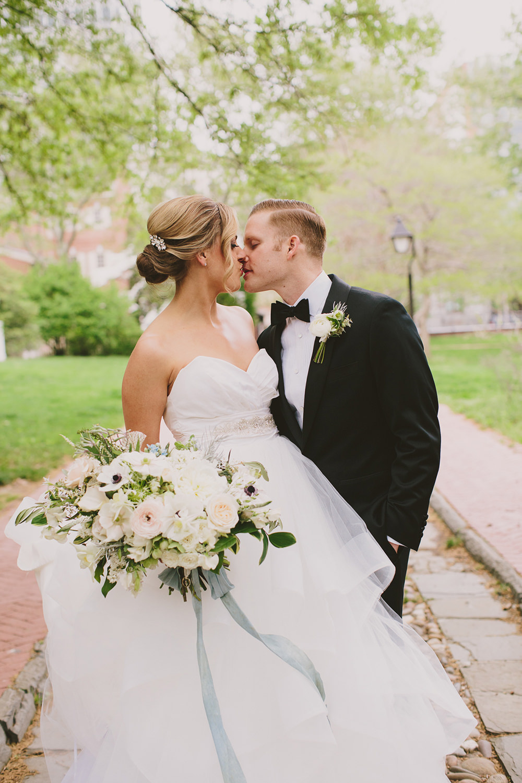 Glam Downtown Philadelphia Wedding - photo by Henry and Mac http://ruffledblog.com/glam-downtown-philadelphia-wedding
