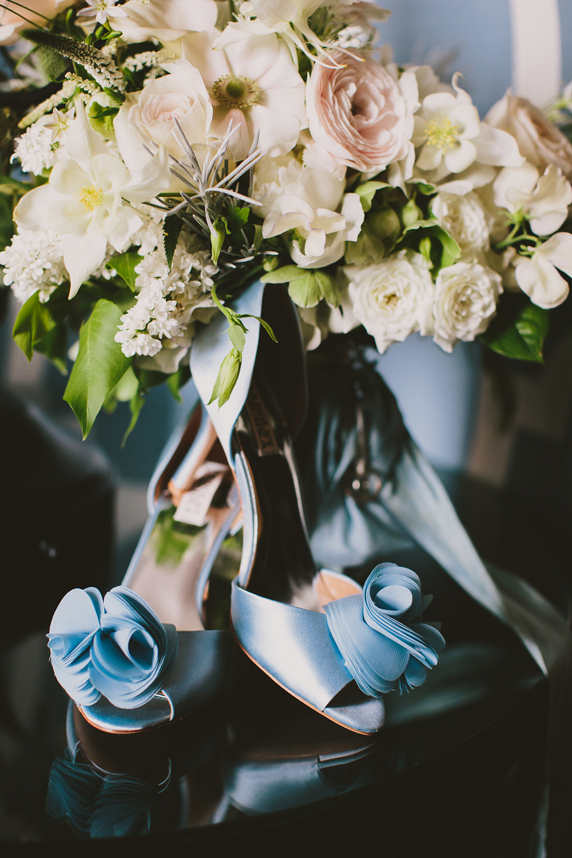 blue wedding shoes - photo by Henry and Mac https://ruffledblog.com/glam-downtown-philadelphia-wedding