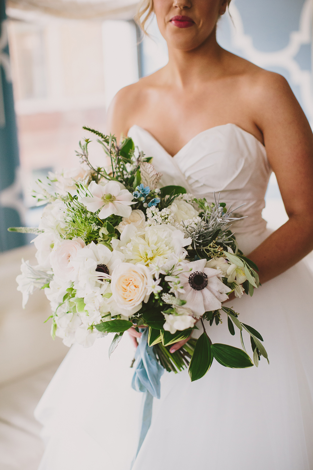 wedding bouquets with anemone - photo by Henry and Mac http://ruffledblog.com/glam-downtown-philadelphia-wedding