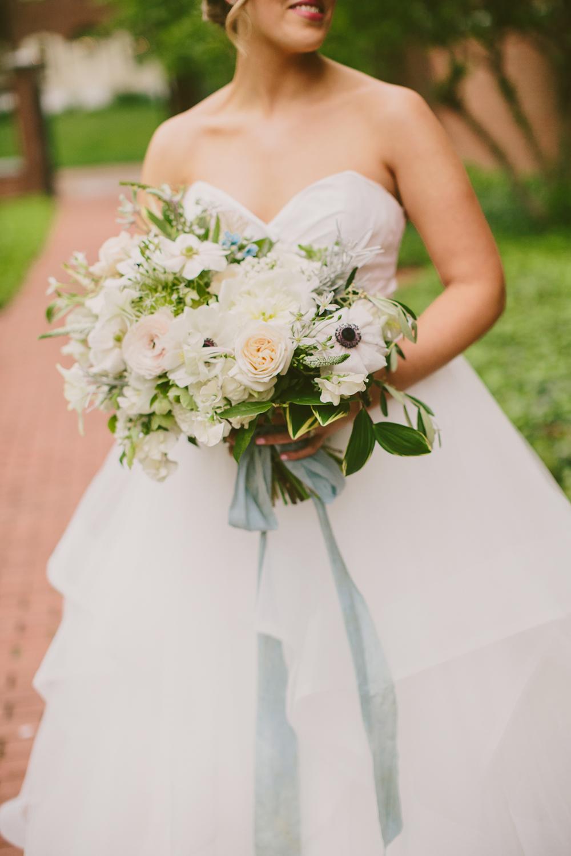 lush bouquets - photo by Henry and Mac https://ruffledblog.com/glam-downtown-philadelphia-wedding