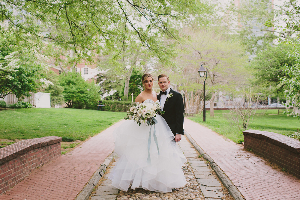 wedding photography - photo by Henry and Mac http://ruffledblog.com/glam-downtown-philadelphia-wedding