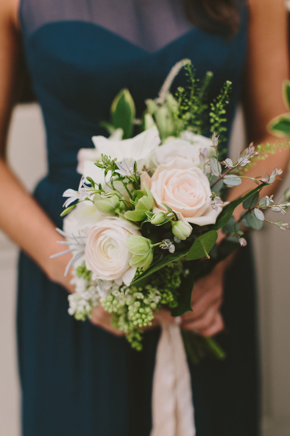 bridesmaid bouquets - photo by Henry and Mac http://ruffledblog.com/glam-downtown-philadelphia-wedding