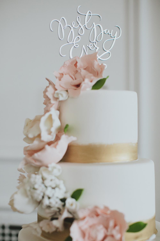 white and gold wedding cakes - photo by Henry and Mac https://ruffledblog.com/glam-downtown-philadelphia-wedding