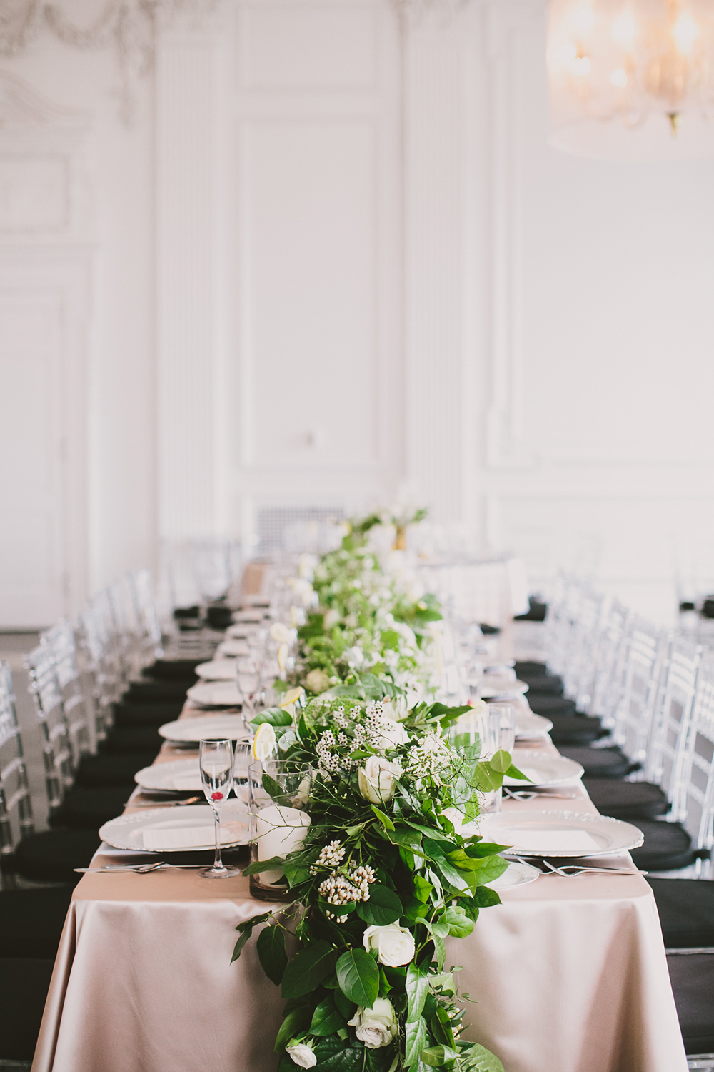 wedding tablescapes - photo by Henry and Mac http://ruffledblog.com/glam-downtown-philadelphia-wedding