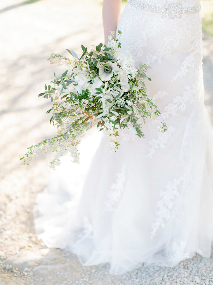 wedding bouquets with white anemone - photo by Facibeni Fotografia http://ruffledblog.com/golden-sunset-wedding-inspiration-overlooking-tuscan-hills