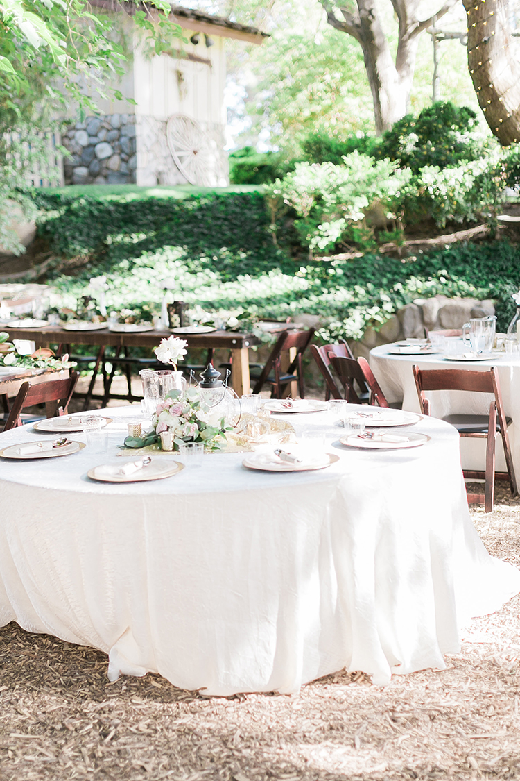 backyard weddings - photo by J Anne Photography http://ruffledblog.com/rustic-chic-las-vegas-garden-wedding-in-pink