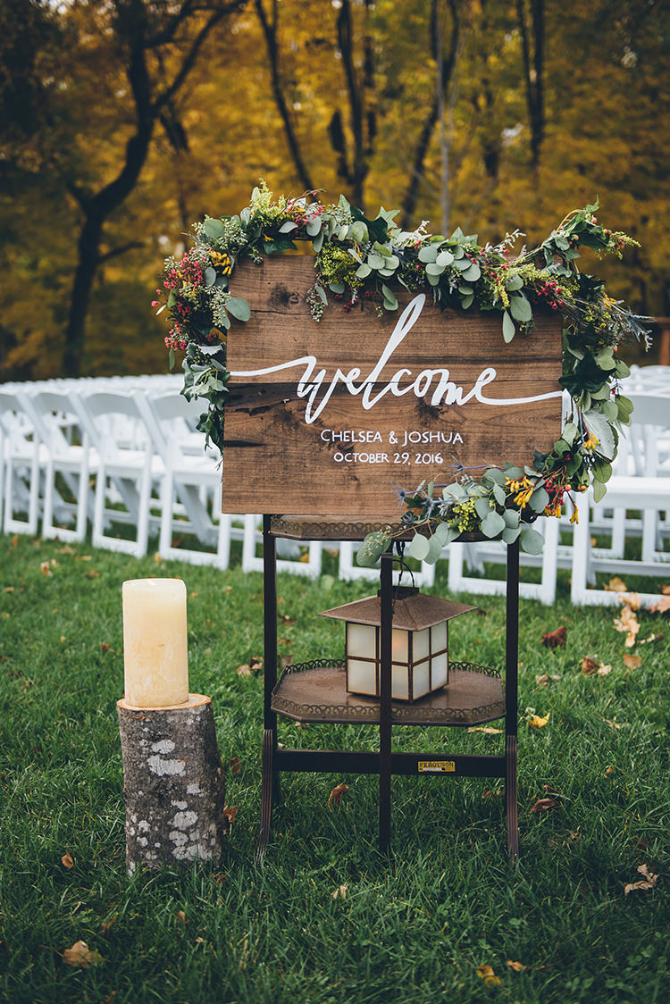 wooden wedding signs - photo by Ed and Aileen Photography https://ruffledblog.com/handcrafted-wedding-with-a-doily-hoop-ceremony-backdrop
