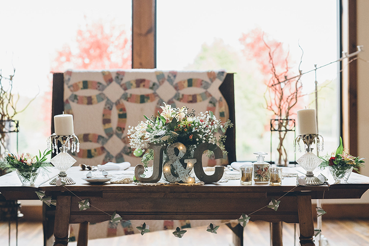 rustic sweetheart tables - photo by Ed and Aileen Photography https://ruffledblog.com/handcrafted-wedding-with-a-doily-hoop-ceremony-backdrop