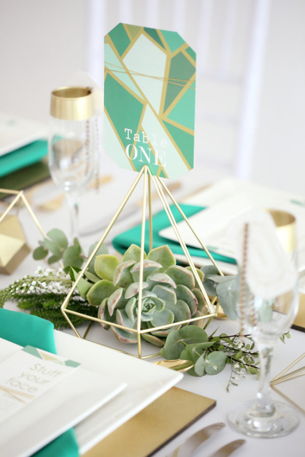 emerald geometric wedding ideas - photo by Hello Love Photography http://ruffledblog.com/40-eye-catching-geometric-wedding-ideas