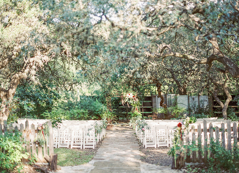 wedding ceremonies - photo by Honey Gem Creative https://ruffledblog.com/hill-country-garden-wedding