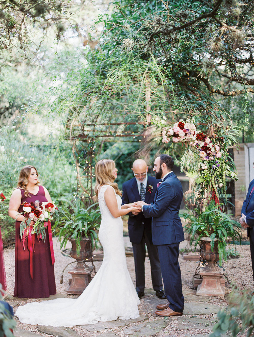 wedding ceremonies - photo by Honey Gem Creative http://ruffledblog.com/hill-country-garden-wedding