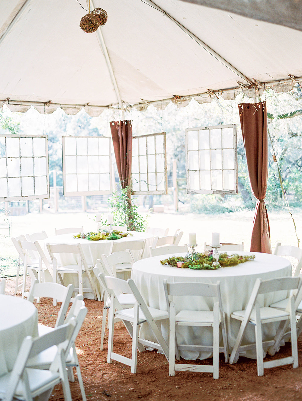 wedding receptions - photo by Honey Gem Creative http://ruffledblog.com/hill-country-garden-wedding