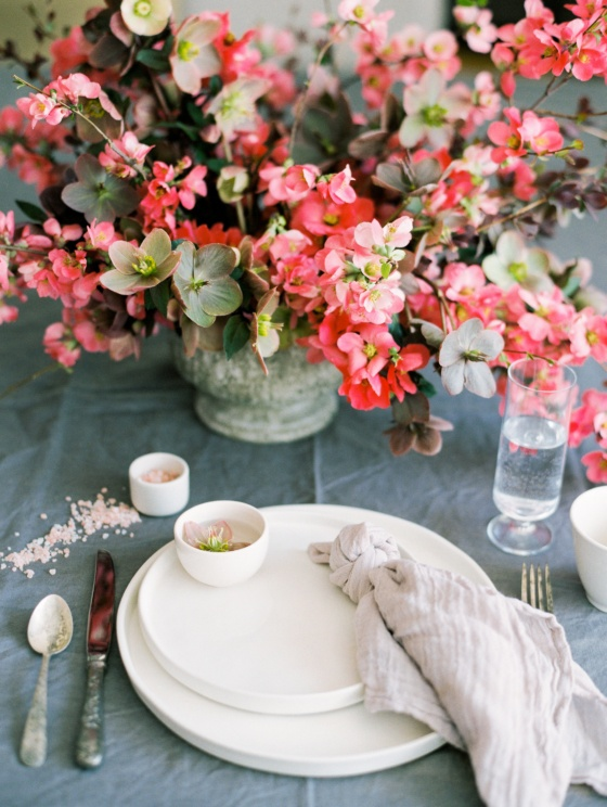 How to Style a Beautiful Tablescape Using 4 Simple Elements