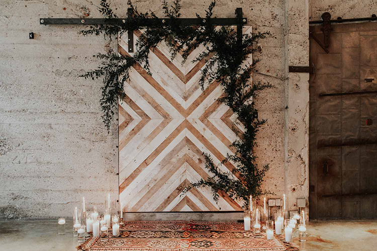 industrial geometric ceremony backdrop - photo by By Amy Lynn Photography https://ruffledblog.com/industrial-loft-wedding-with-a-geometric-ceremony-backdrop