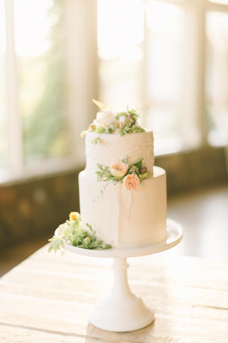 simple wedding cakes - photo by Elizabeth Fogarty http://ruffledblog.com/soft-wedding-inspiration-in-oatmeal-and-gray