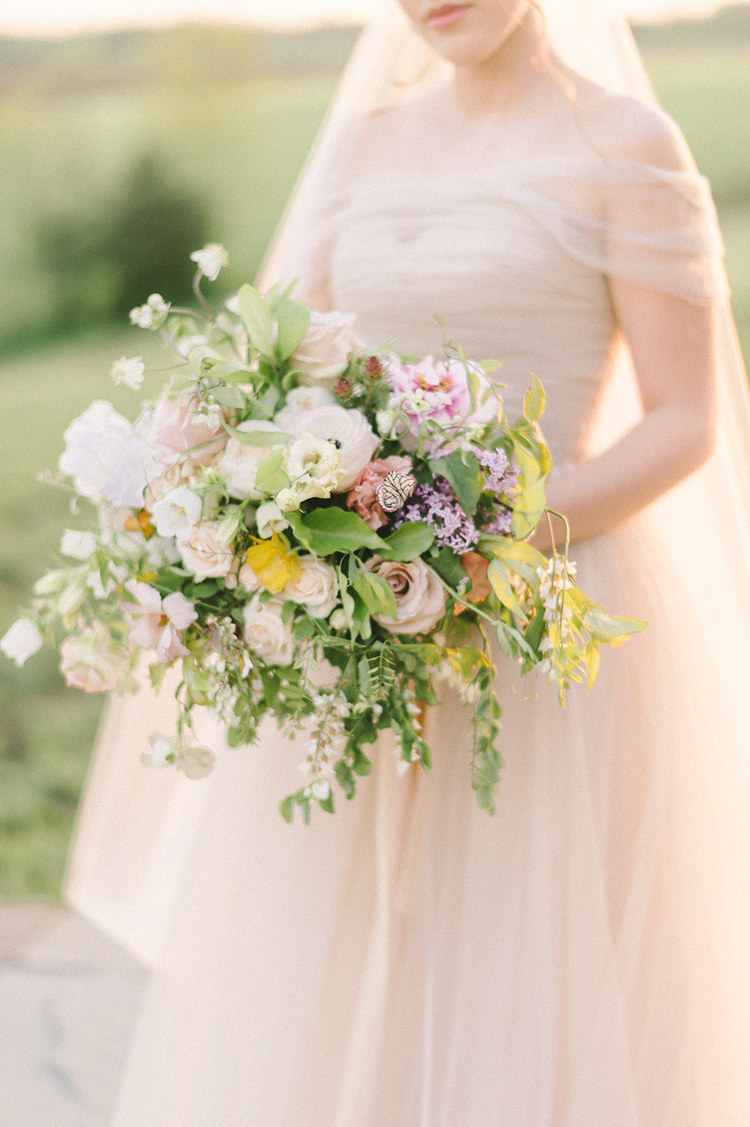spring wedding bouquets - photo by Elizabeth Fogarty http://ruffledblog.com/soft-wedding-inspiration-in-oatmeal-and-gray